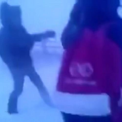 (فیلم) بازگشت دانش آموزان روسی از مدرسه به خانه در سرمای شدید زمستان