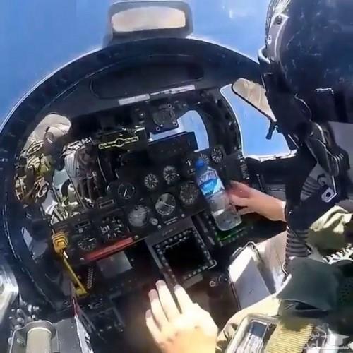 (فیلم) بازی با نیروی جاذبه توسط خلبان جنگنده
