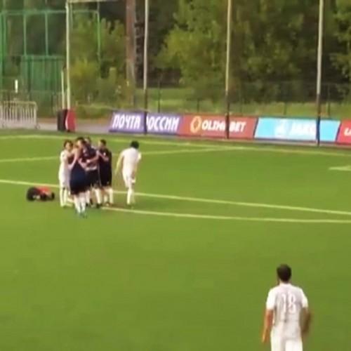 (فیلم) کتک زدن داور پس از نگرفتن پنالتی توسط بازیکن سابق تیم ملی روسیه
