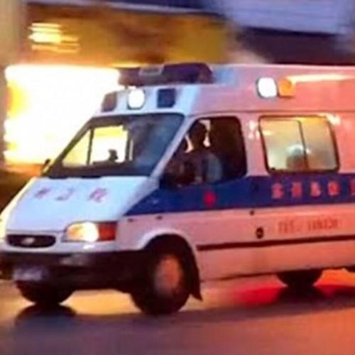 (فیلم) لحظه برخورد آمبولانس با فردی که لحظاتی قبل تصادف کرده بود!