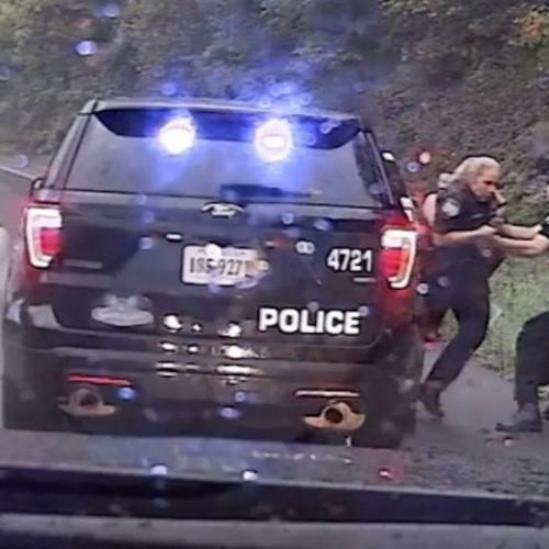 (فیلم) لحظه نجات جان پلیس توسط همکارش !