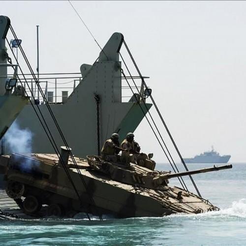 (فیلم) شگفتی آفرینی ارتش چین در نصب پل یک کیلومتری روی آب در کمتر از ۳۰ دقیقه!
