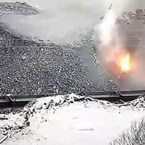 (فیلم) سقوط دلهره آور یک کامیون از ارتفاع ۲۴ متری