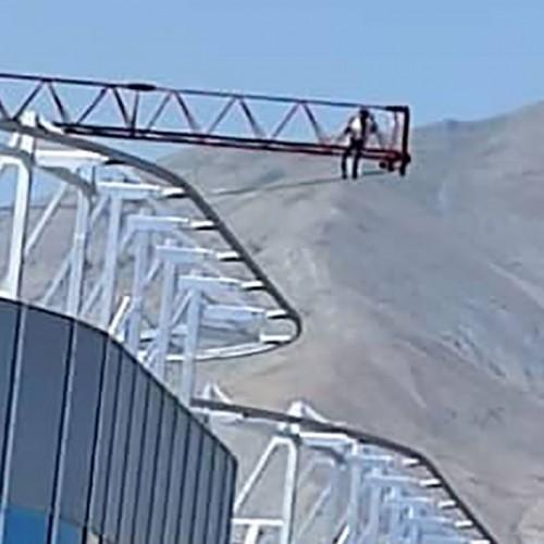 لحظه وحشتناک از اقدام به خودکشی کارگر ناراضی در پونک تهران!
