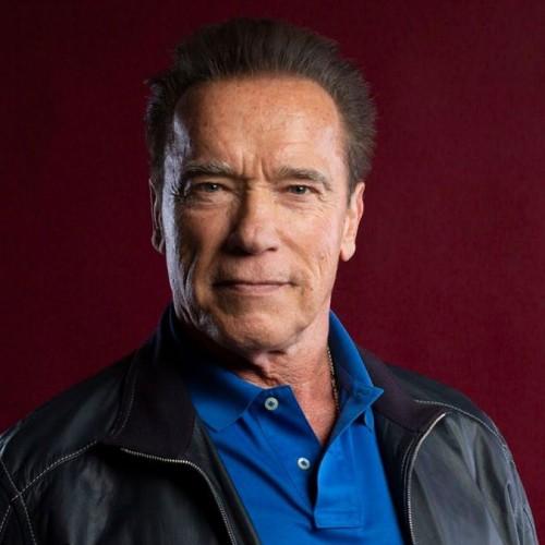 (فیلم) وقتی آرنولد در سن ۷۳ سالگی پاهایش را ۱۸۰ درجه باز کرد!
