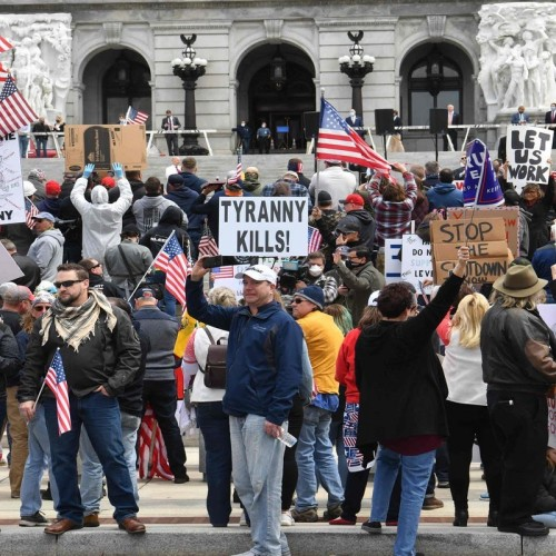 (فیلم) زیر گرفتن دو نفر توسط خودرو در اعتراضات آمریکا