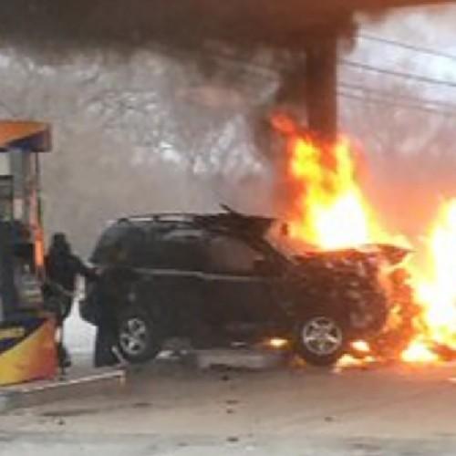(فیلم) زن خونسردی که پمپ بنزین را به آتش کشید