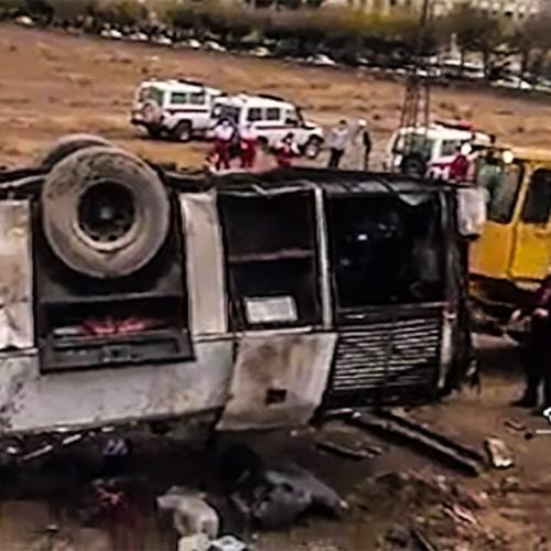۲ فوتی و ١٢ مصدوم در پی واژگونی یک دستگاه اتوبوس در اصفهان