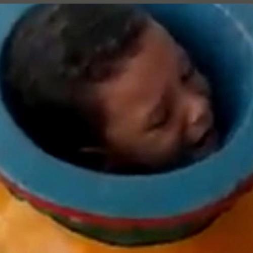 گیرکردن پسر ۶ ساله بازیگوش در کوزه دکوری