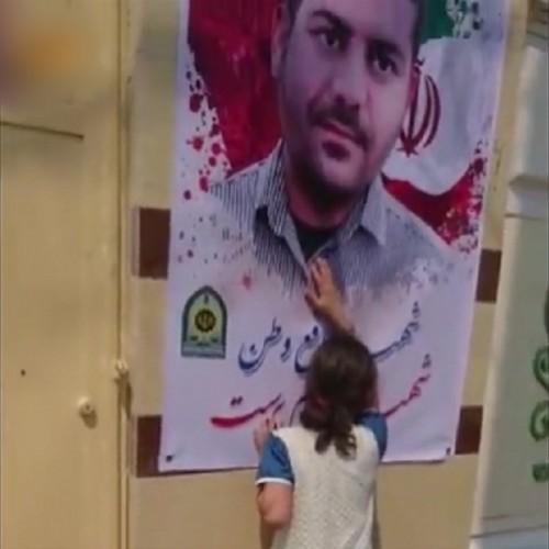(فیلم) گریههای جانسوز خواهر کوچک شهید ناجا
