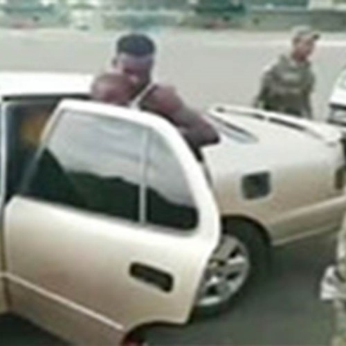 (فیلم) جاسازی عجیب 18 مهاجر در یک خودرو سواری!