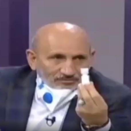 (فیلم) کارشناس سیما: برای مقابله با کرونا، نمک بخورید!
