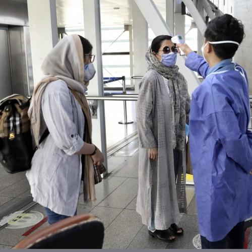 کارتن خوابی ایرانیان در ارمنستان برای دریافت واکسن کرونا!