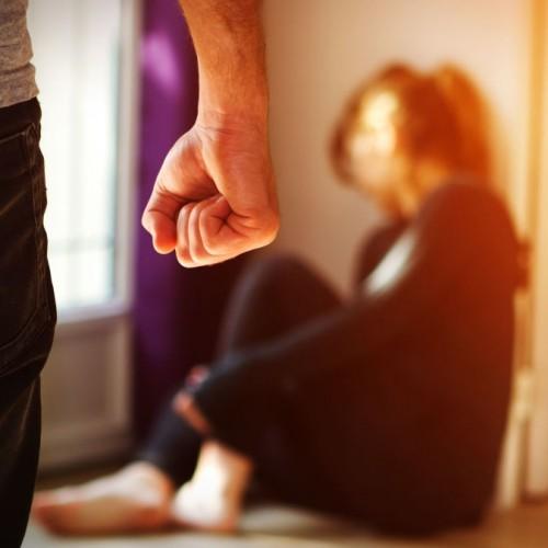 کدام مردان همسرشان را كتك ميزنند؟
