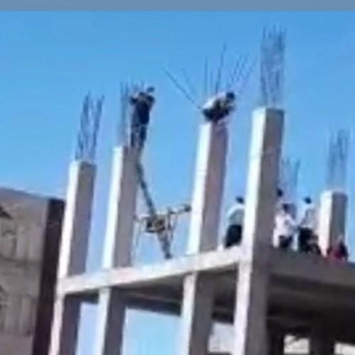 خودکشی دو کارگر ایلامی از بالای ساختمان نیمه کاره +فیلم
