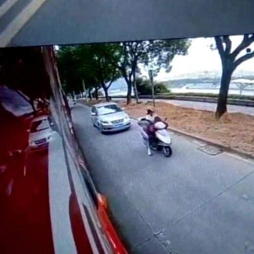(فیلم) کلاه ایمنی جان راکب موتورسیکلت را نجات داد