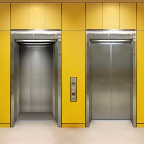 (فیلم) کودکی که تا مرز نصف شدن در آسانسور پیش رفت