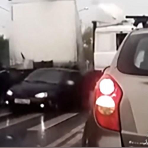 له شدن ۳ خودرو و کشته شدن ۴ نفر توسط تریلی افسار گسیخته