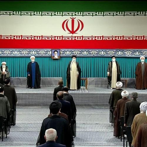 (فیلم) لحظه اعطای حکم تنفیذ سیزدهمین دوره ریاست جمهوری اسلامی ایران