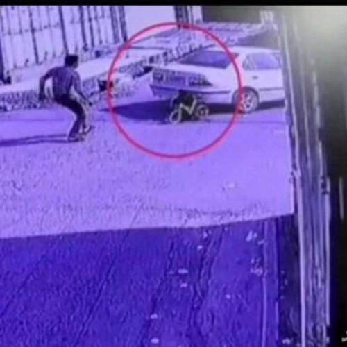 (فیلم)لحظه نجات معجزهآسای یک کودک از مرگ حتمی توسط رهگذر جوان
