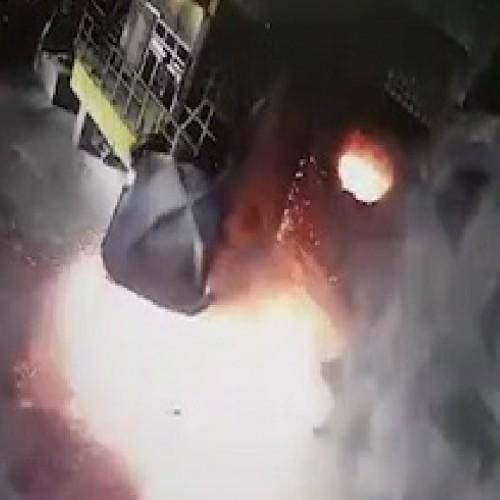 (فیلم) لحظه پاره شدن سیم بکسل جرثقیل سقفی در سالن ذوب مس