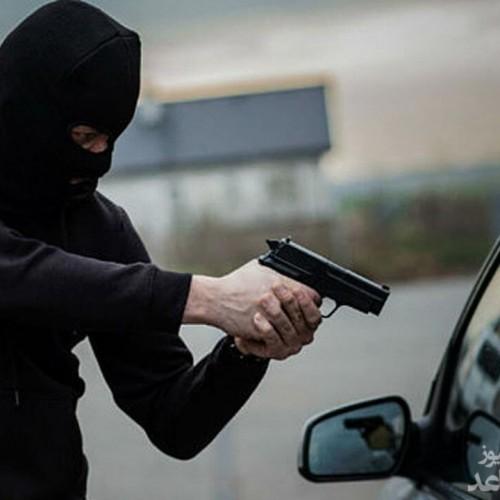 (فیلم) ماجرای درگیری مسلحانه دزد و پلیس در اتوبان همت!