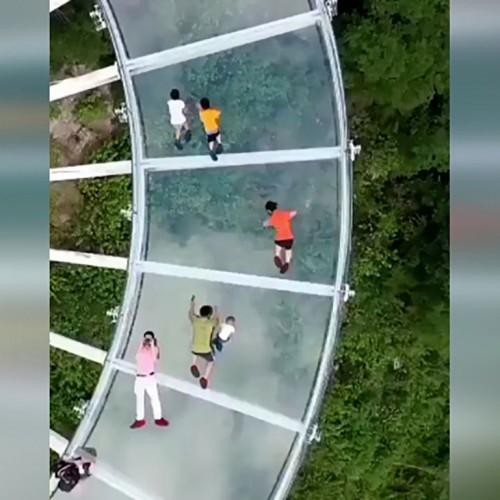 (فیلم) مرتفع ترین راهرو شیشه ای جهان را بشناسید