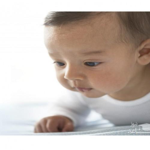 نوزادان از چه زمانی می توانند گردن خود را کنترل کرده و نگه دارند؟