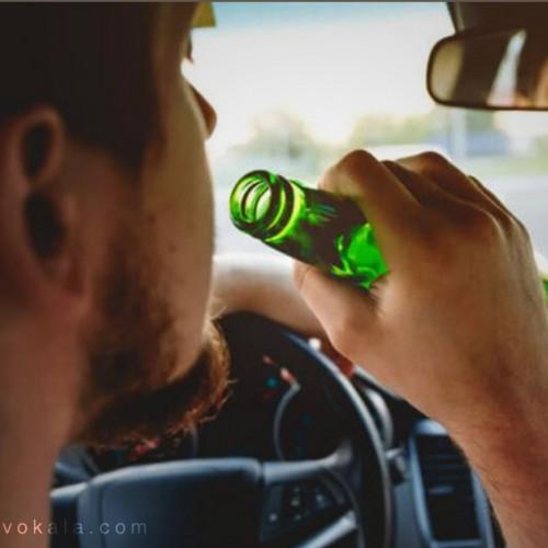 (فیلم) راننده ایرانی در حال سرو مشروبات الکلی پشت فرمان