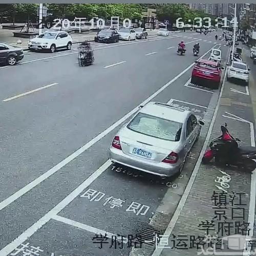 (فیلم) رانندگی دردسرآفرین یک زن در چین