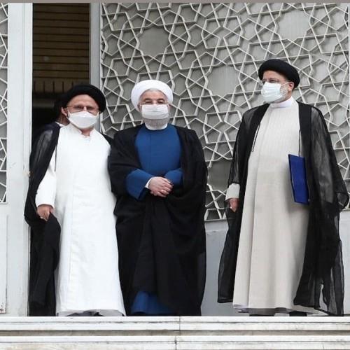 (فیلم) روحانی کلید دفتر کارش را به رئیسی داد