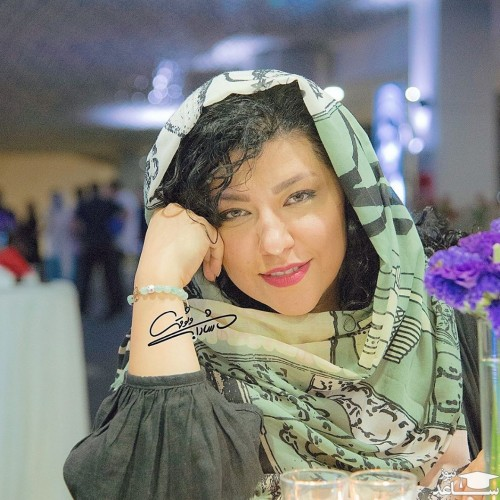 سلفی شیک و متفاوت همسر شهاب حسینی در آسانسور