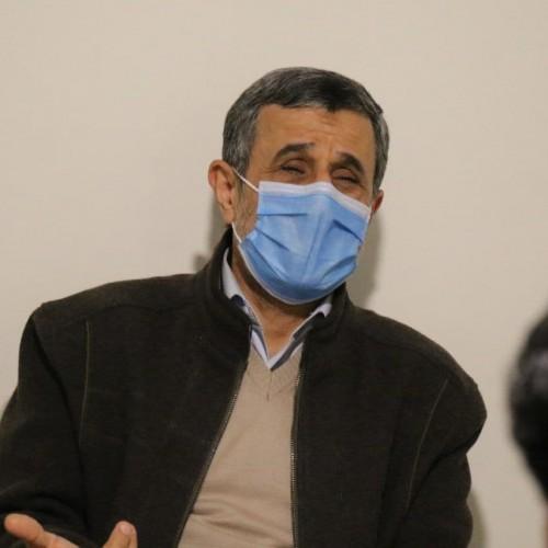 مردم برای دیدار با احمدینژاد مقابل خانهاش صف کشیدند