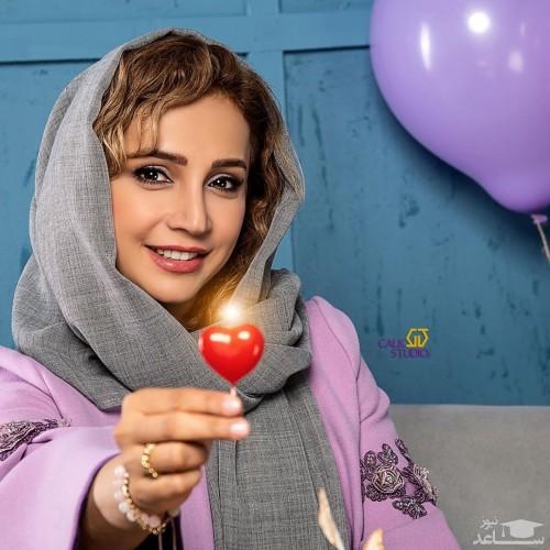 شبنم قلی خانی در کنار مجسمه خاص