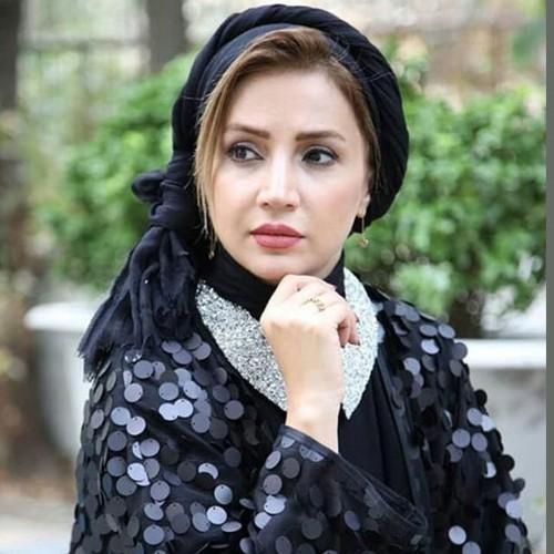 شبنم قلی خانی در لباس عروس با گوشی لاکچری