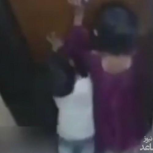 (فیلم) صحنه دلخراش له شدن یک پسر بچه در آسانسور