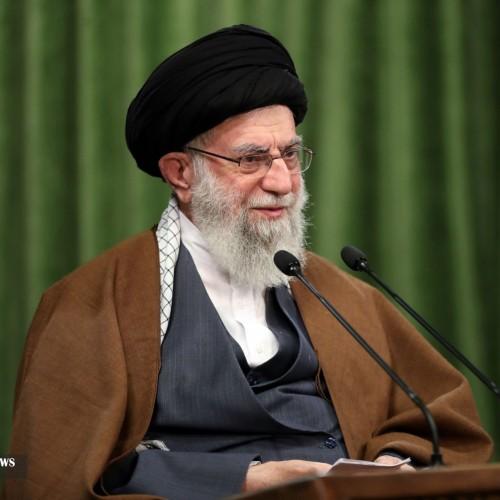 سخنرانی رهبر انقلاب در مراسم تنفیذ حکم ریاست جمهوری سیزدهم آغاز شد