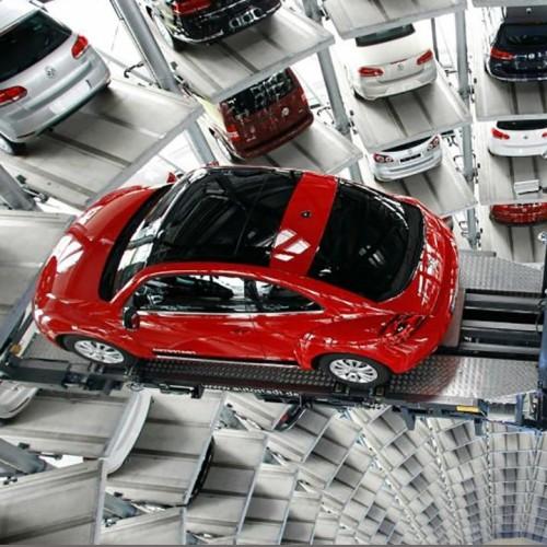 (فیلم) سقوط یک اتومبیل از روی بالابر پارکینگ هوشمند