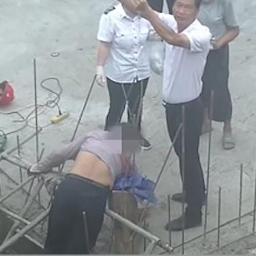 سقوط وحشتناک کارگر ساختمانی روی میلگرد (فیلم +۱۸)