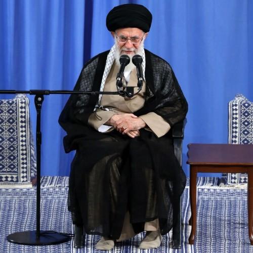 رهبر معظم انقلاب اسلامی: بی اثر کردن تحریم با تکیه به ظرفیت داخلی در دستور کار قرار بگیرد