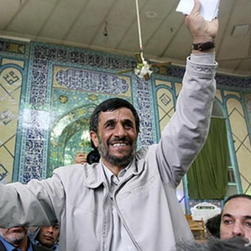 (فیلم) تلاش عجیب هوادار احمدینژاد برای بوسیدن او