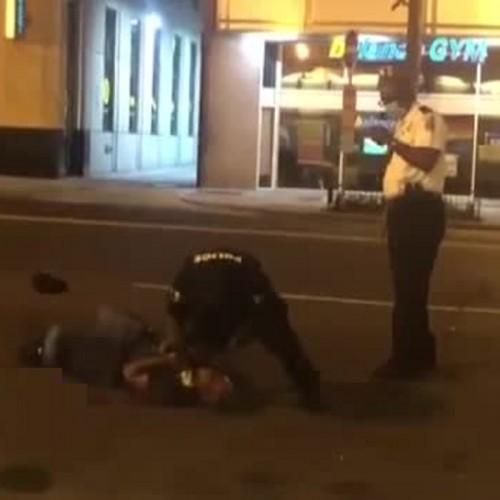 تلاش مامور پلیس آمریکا برای خفه کردن یک سیاه پوست