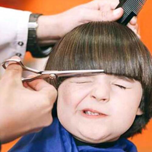 (فیلم) ترفند جالب چند آرایشگر برای جلوگیری از گریه یک کودک