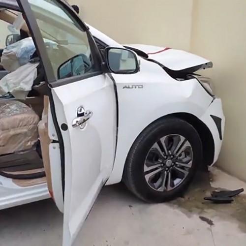 (فیلم) تصادف اتومبیل صفر کیلومتر قبل از تحویل به مشتری
