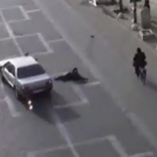 (فیلم) تصادف وحشتناک یک خودرو با عابر پیاده در خیابان قیام یزد