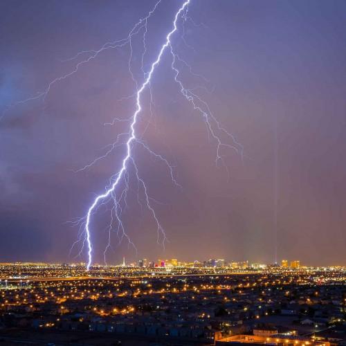 تصویری از رعد و برق شب گذشته آسمان تهران
