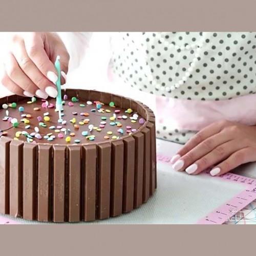تزئین مبتذل کیک زن مصری را روانه زندان کرد
