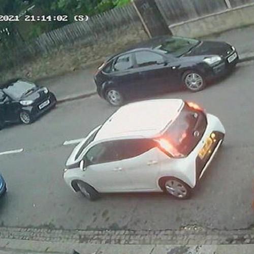 ویدئویی عجیب از پارک دوبل یک راننده در خیابان!