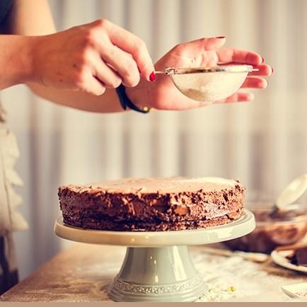 زن قاتلی که با جسد قربانیانش کیک پخت!!