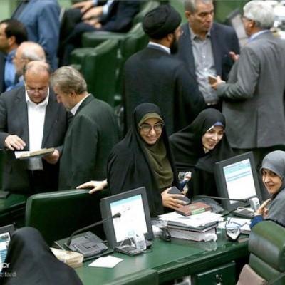 کنترل دمای بدن نمایندگان در مبادی ورودی مجلس